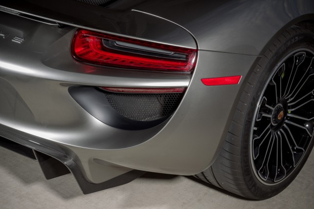 سيارة بورش سبايدر 2015 haidar1401900935842.