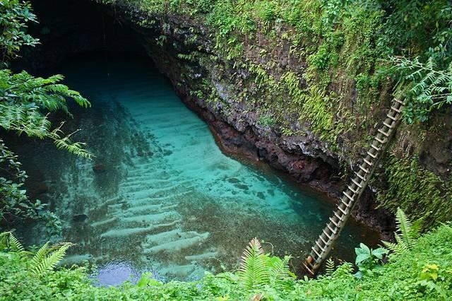 بحيرة سرية قرية لوتوفاغا جزيرة